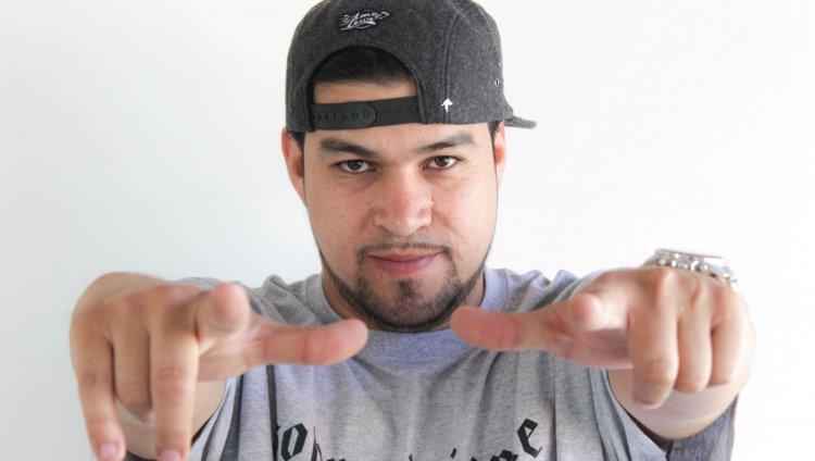 Ali Rey Montoya más conocido como Ali A.K.A Mind es un rapero independiente de Bogotá.