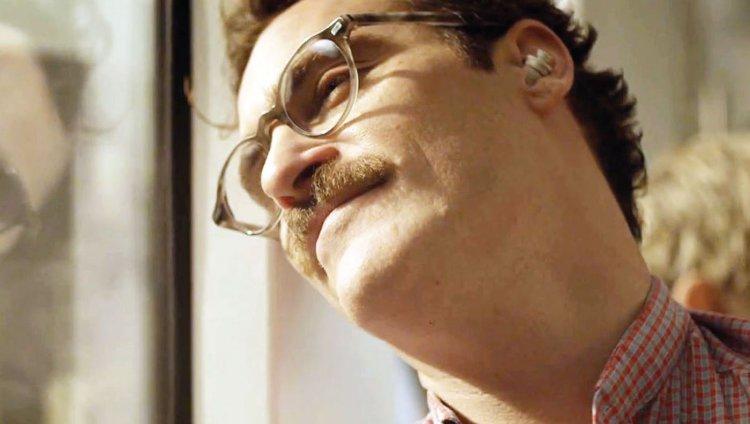 """Joaquin Phoenix como Theodore Twombly en """"Her"""", una historia de amor 2.0"""