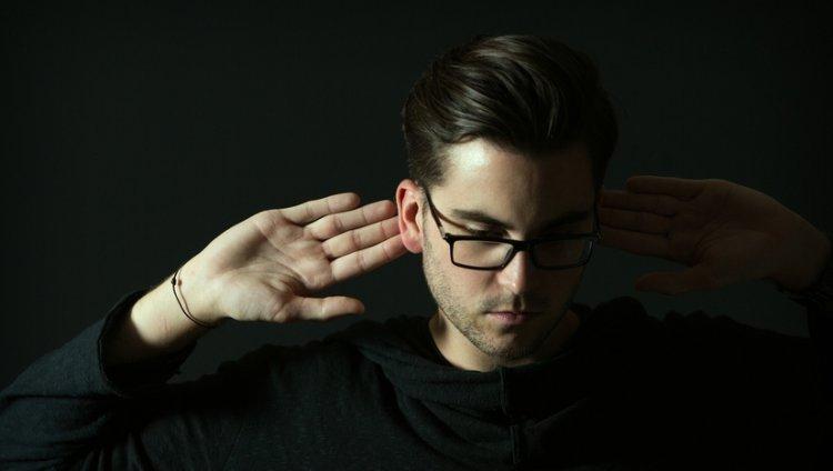 André Hommen, saliendo del anonimato para llamar la atención del universo musical actual