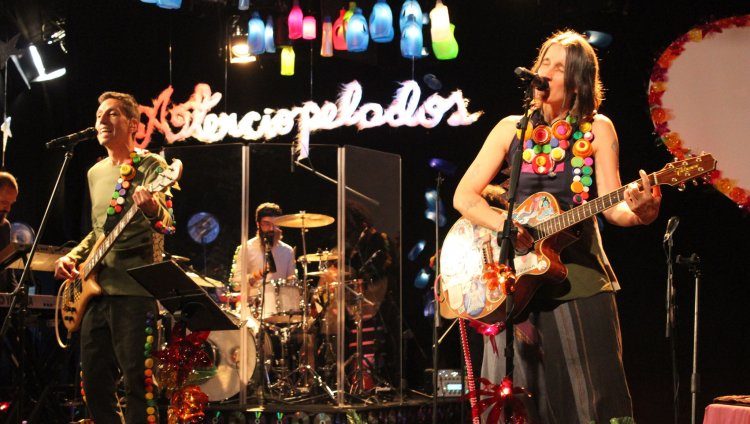 'Reluciente, Rechinante y Aterciopelado' es el más reciente estreno de la banda de Héctor y Andrea