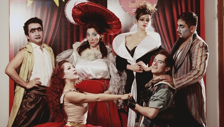 """Una farsa de """"Romeo y Julieta"""" en el Iberoamericano de Teatro"""