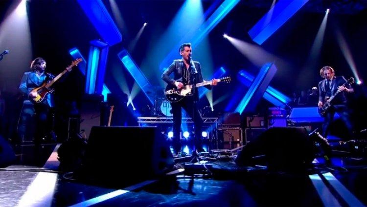 ¡Elegante! Arctic Monkeys en vivo en Jools Holland