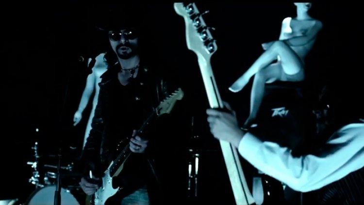 """Carlos Reyes estrena el vídeo de """"Somos hermanos"""""""