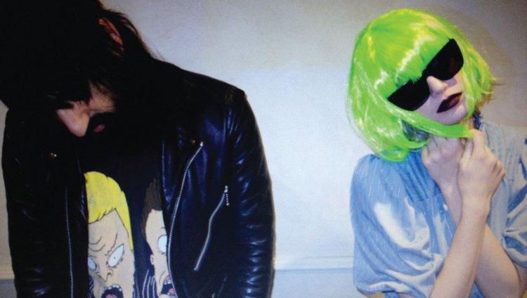 Ethan Kath y Edith Frances. Foto tomada de www.stereogum.com