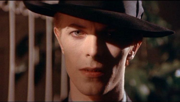 Bowie describió su canción como un homenaje abierto a la juventud y el descubrir su verdadera personalidad