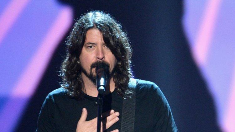 Dave Grohl rinde homenaje a Los Beatles con 'Hey bulldog'