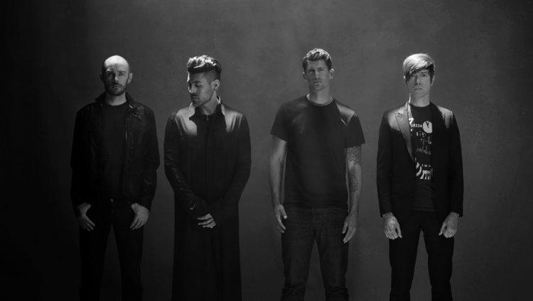 AFI regresó con nuevo álbum, hablamos con Adam Carson, baterista