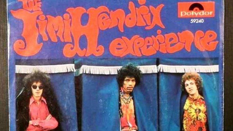 Dylan y Hendrix Alrededor de la Torre del Reloj