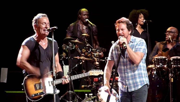 El tour 'Vote for Change' inició el 27 de septiembre y finalizó el 13 de octubre de 2004.