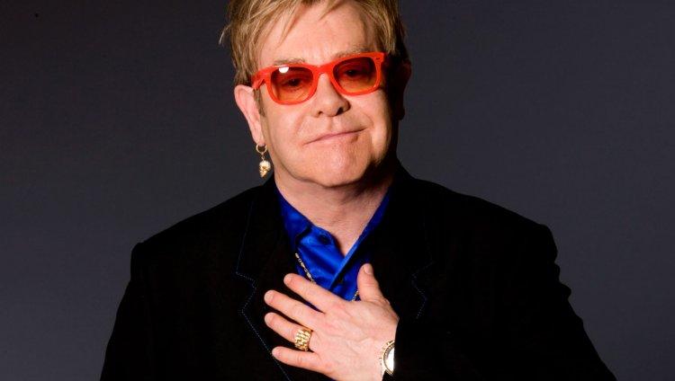 Elton John ha realizado 3.500 conciertos y ha vendido más de 250 millones de álbumes en todo el mundo.