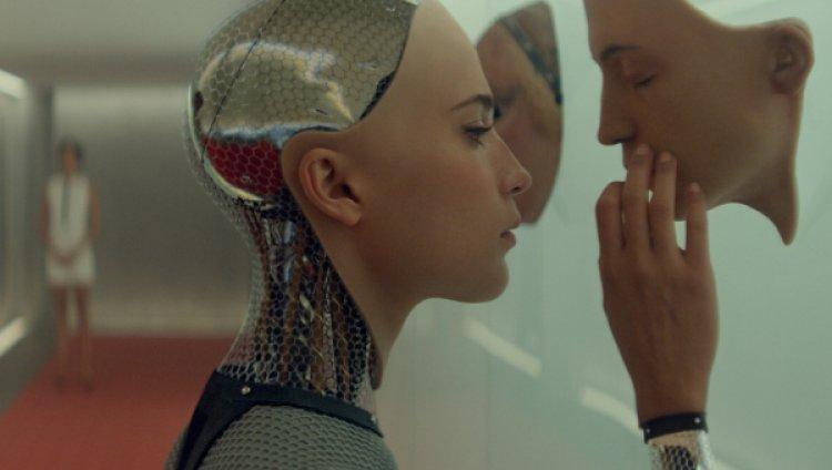"""""""Si me cuadro con una robot y luego terminamos, sería ella mi Ex Machina?"""""""