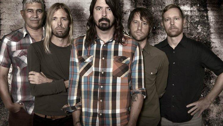 Mil fans intepretaron 'Saint Cecilia' para Foo Fighters