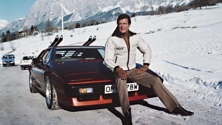 Roger Moore: 12 años y 7 películas como James Bond