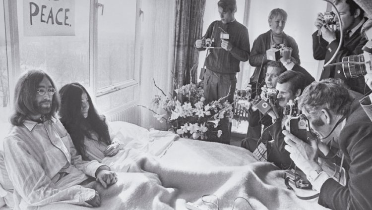 """""""Démosle una oportunidad a la paz"""": John Lennon"""