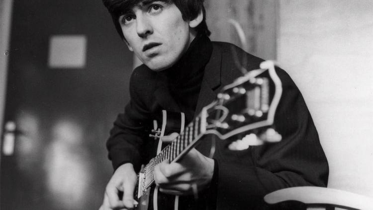 """Entre las composiciones más importantes de Harrison con los Beatles están """"While My Guitar Gently Weeps"""", """"Something"""" y """"Here Comes the Sun""""."""