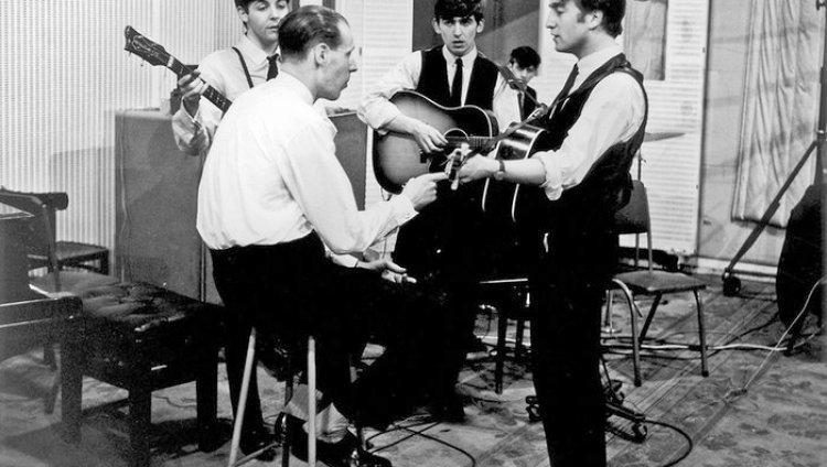 """Martin ganó numerosos premios Grammy y un Oscar por la banda sonora de la película de los Beatles """"A Hard Day's Night""""."""