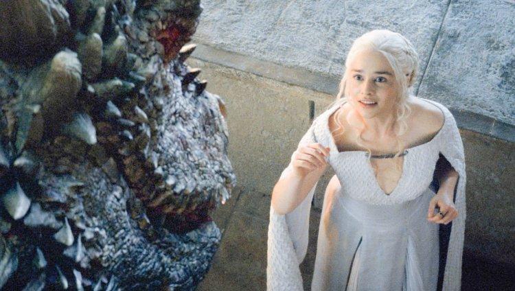 Daenerys Targaryen, madre de dragones.