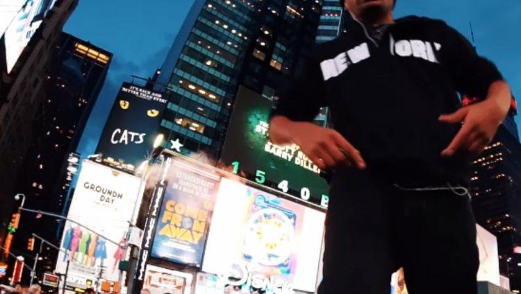 ATA (La Etnnia) desde el callejón a las luces de Manhattan