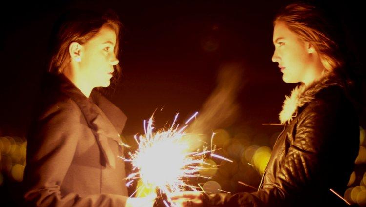 Sara Montoya (Manuela) y Matilde de los Milagros Londoño (Adriana)