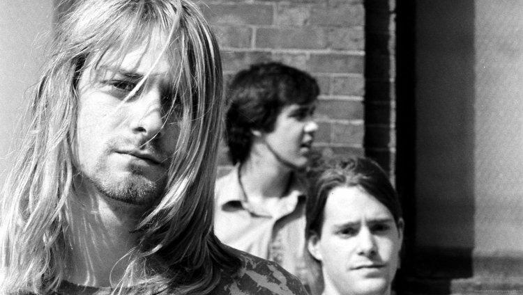 Formación inicial de Nirvana en 1989 con Kurt Cobain, Chad Channing y Krist Novoselic