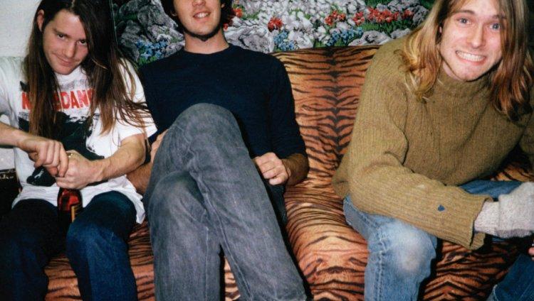 Chad Channing (quien fue baterista desde Bleach), Krist Novoselic y Kurt Cobain.