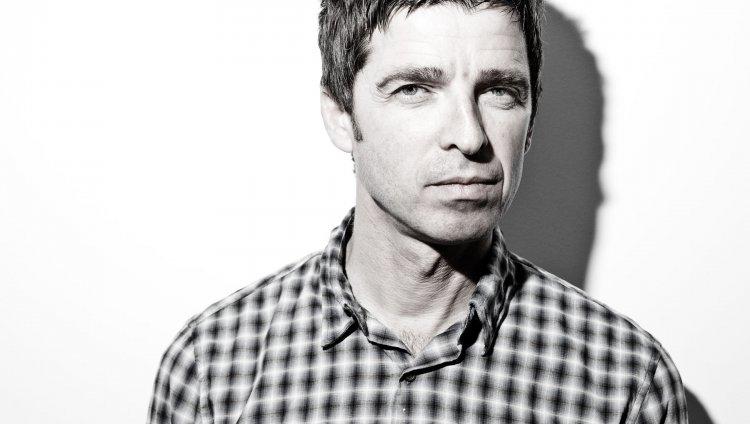 A Noel Gallagher no le gusta la idea de tener a Axl Rose en AC/DC