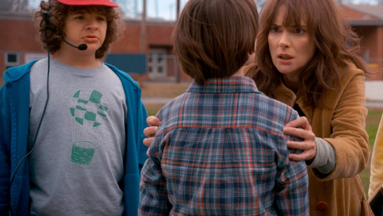 Dustin, Joyce y Will en Stranger Things 2.