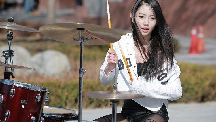 Así suena 'Welcome to the Jungle' por esta baterista Koreana