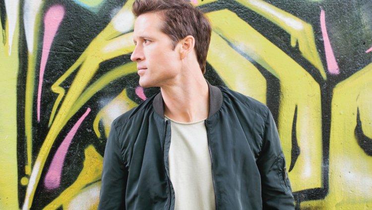 Walker Hayes tiene 36 años y 6 hijos. Foto tomada de www.walkerhayes.com