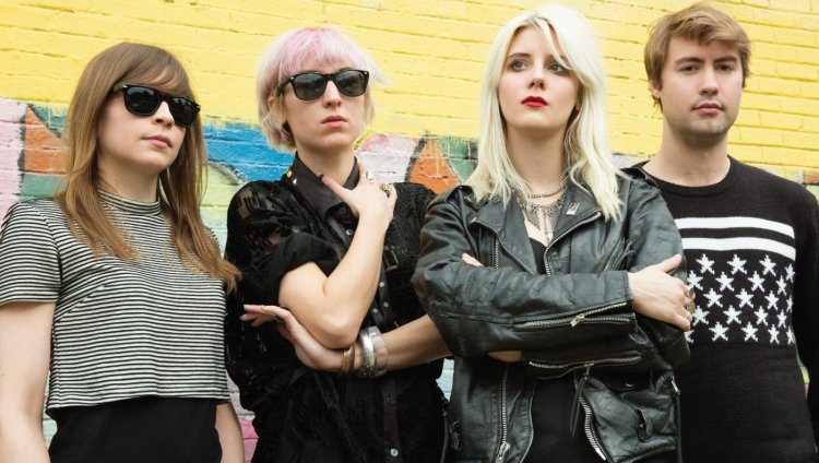 """Kiss Me When I Bleed"" de White Lung"