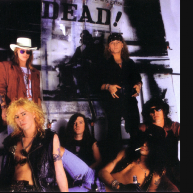 Axl Rose, Izzy Stradlin, Slash, Duff McKagan, Matt Sorum, Dizzy Reed (1990)