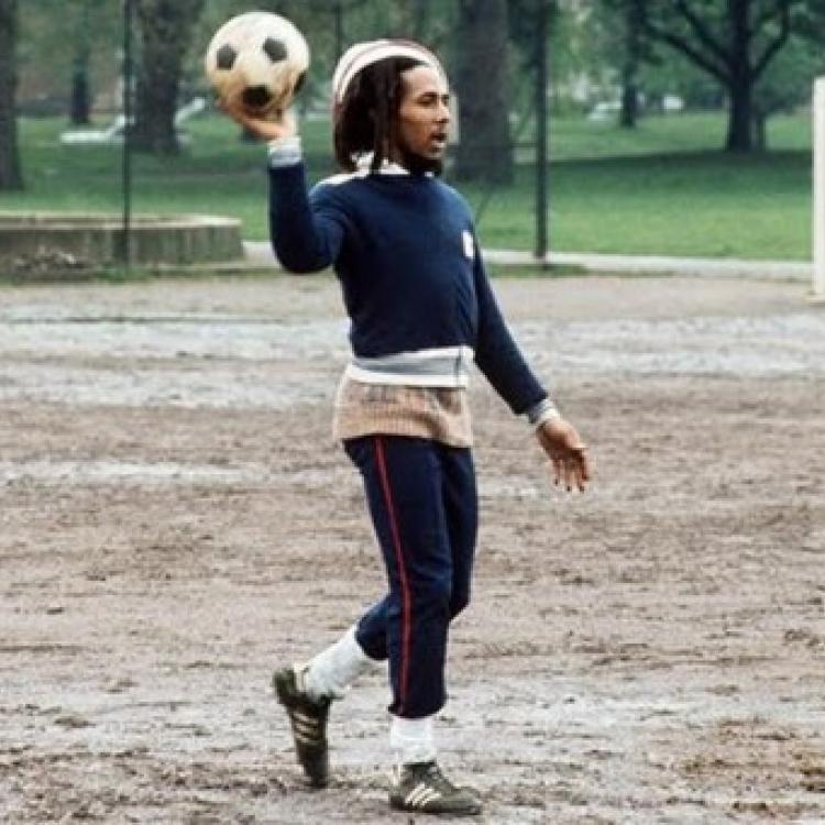Bob: fútbol y música
