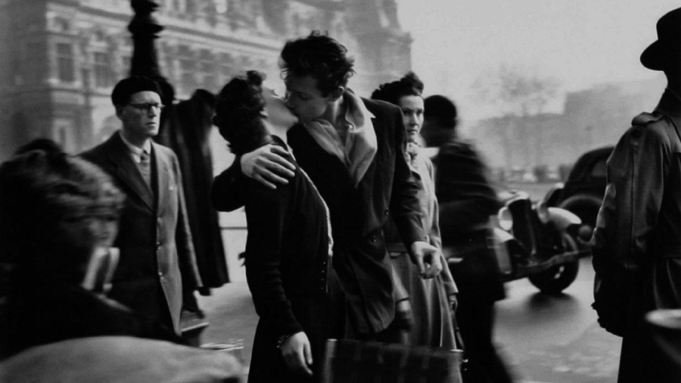 'Beso enfrente del hotel Deville', foto tomada de Xataca