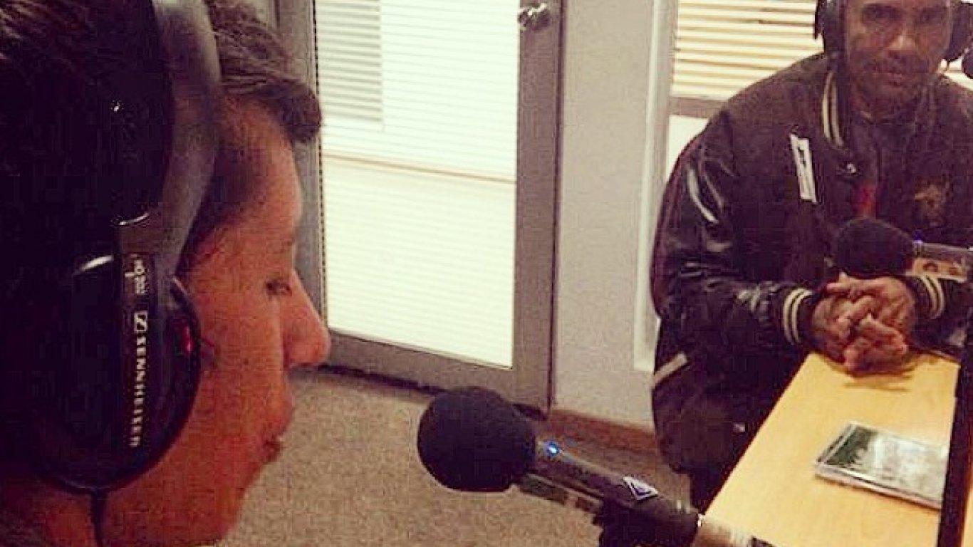Gonzalo entrevistando a el Kaisser de La Etnnia.