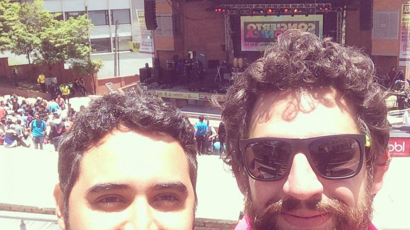 Selfie de Diego Londoño (equipo Medellín) y Andrés Salazar (editor Web y productor) en el #CR10Años. 12 de septiembre de 2015
