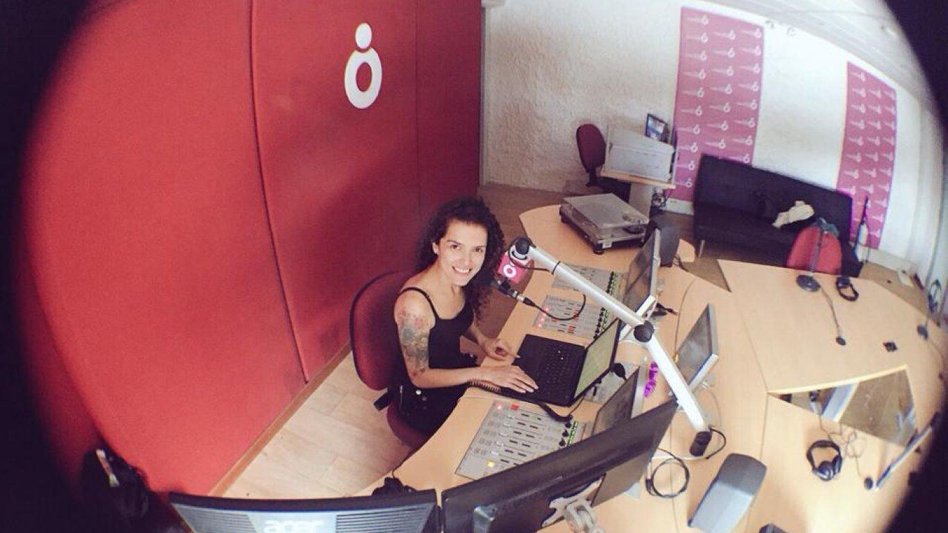 Simona Sánchez haciendo #ÉxitosRadiónica. 2015.