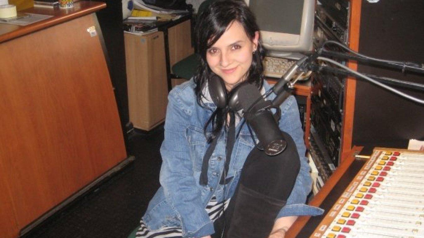 Nuestra Dahiana Rodríguez en el estudio antiguo de Radiónica. 2008