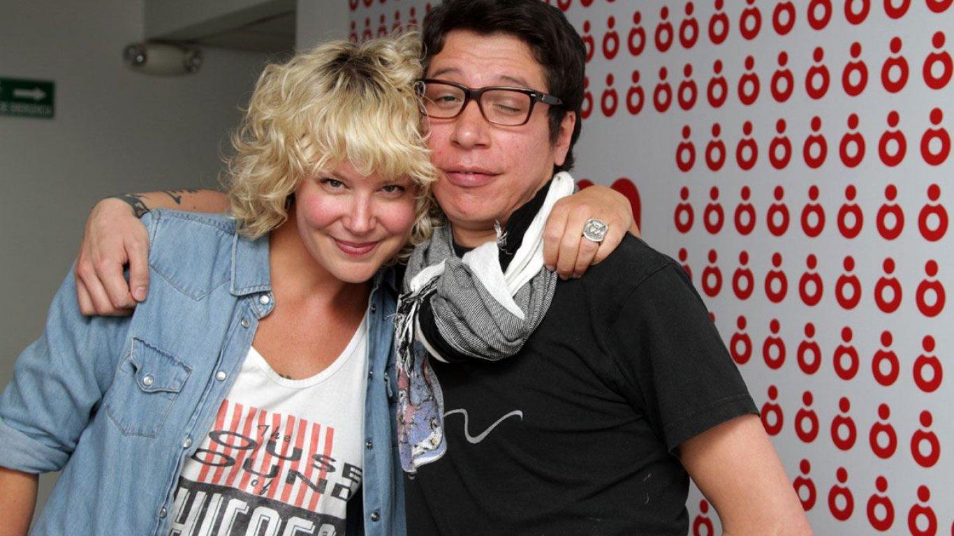 Gonzalo Rodríguez y Heidi Van Den Amstel de la BBC Radio en su visita a la emisora. Perdonarán la cara de Gonzalo.