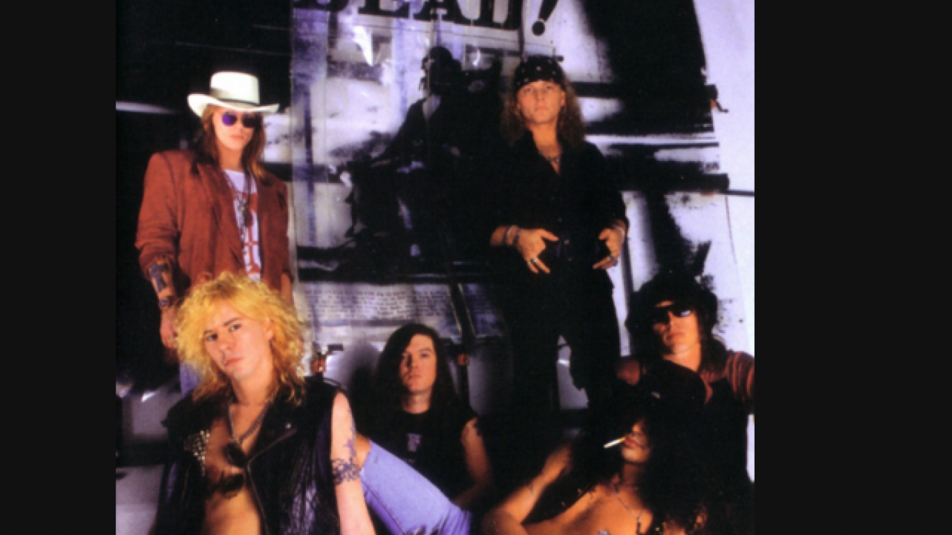 Axl Rose, Izzy Stradlin, Slash, Duff McKagan, Matt Sorum, Dizzy Reed (1990)