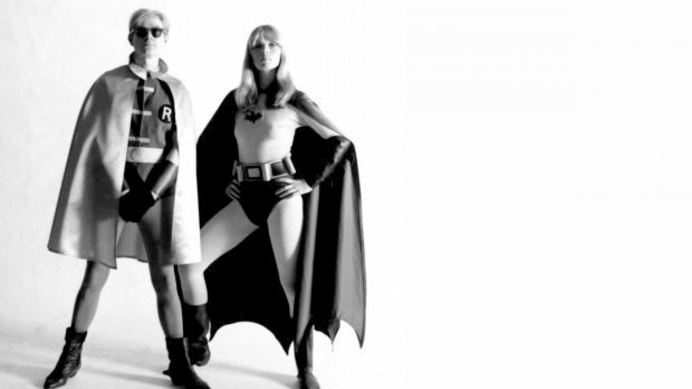 Batman Dracula (1964) no contaba con la aprobación de DC Comics, propietaria legal del personaje, pero Warhol se confesó gran admirador de la serie y afirmó que pretendía realizar un homenaje personal al superhéroe.