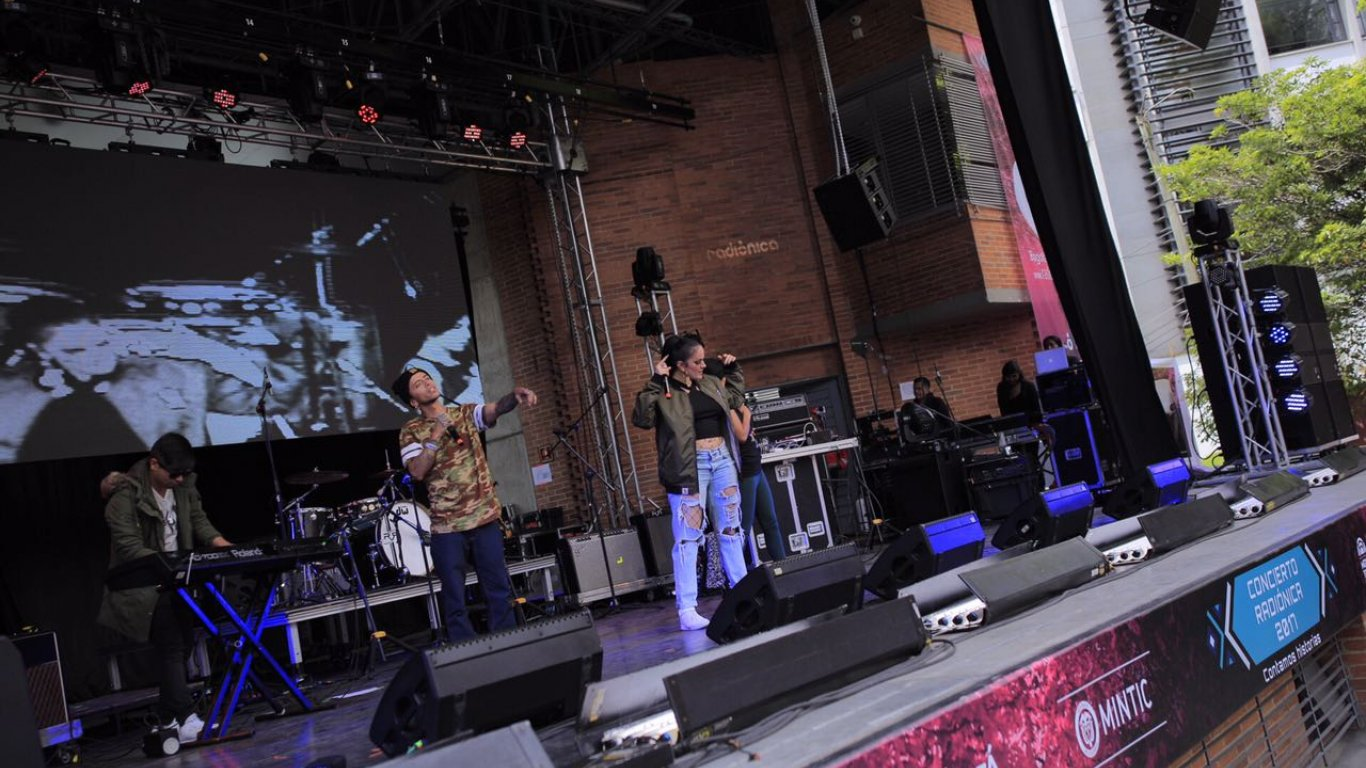 Lianna, el poder femenino abrió el Concierto Radiónica 2017