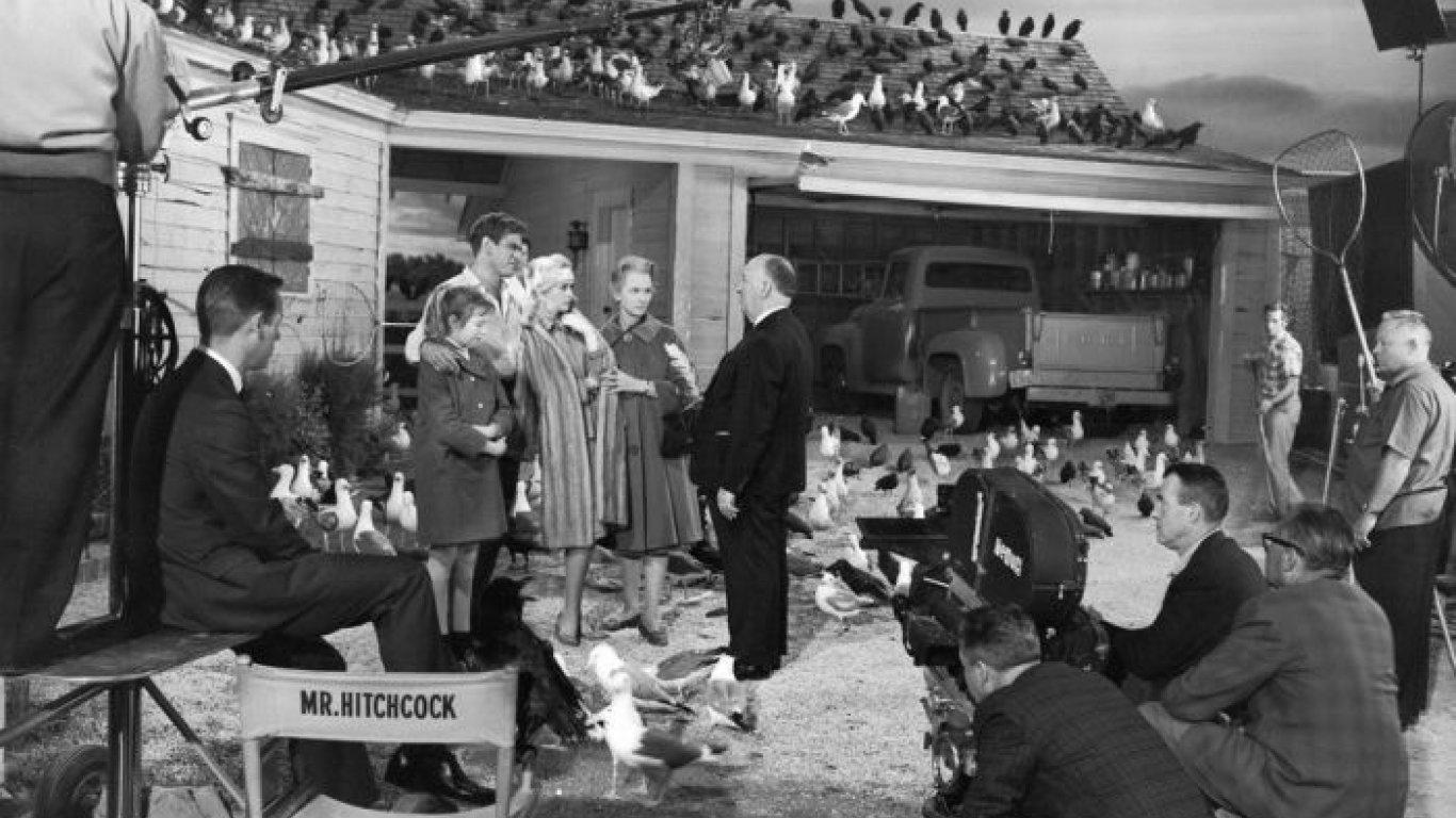 """Alfred Hitchcock en """"Los pájaros"""""""