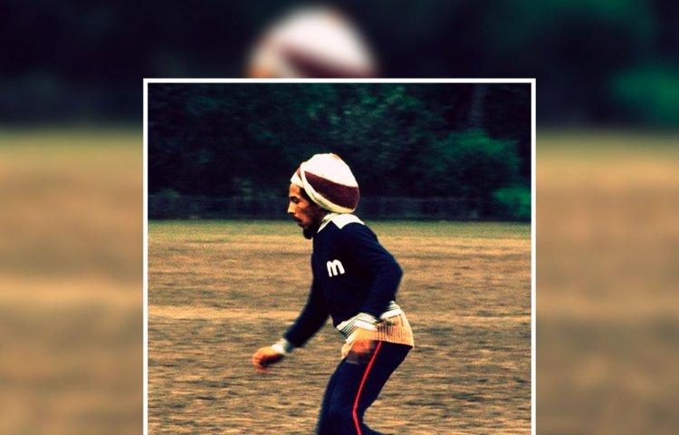 Bob Marley jugando fútbol. Foto tomada de Pinterest.
