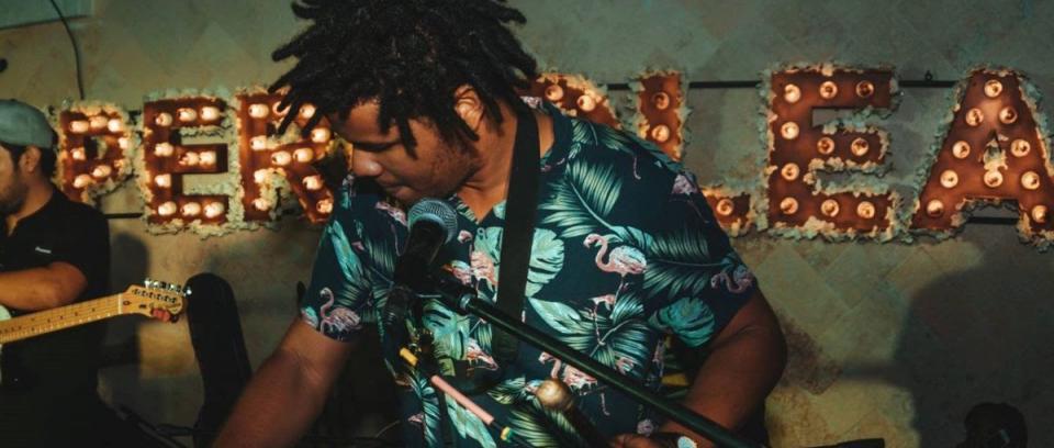 Adrián Viáfara, percusionista y clarinetista caleño de 22 años, miembro de OneBeat Colombia.