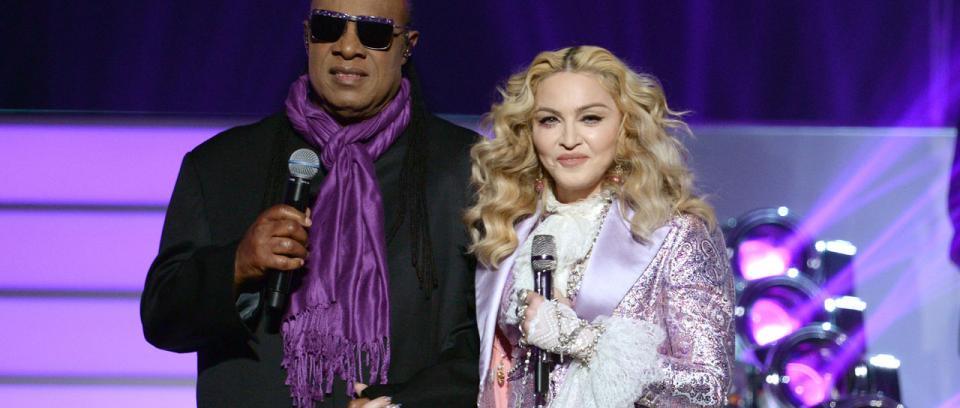 Madonna y Stevie Wonder homenajean a Prince