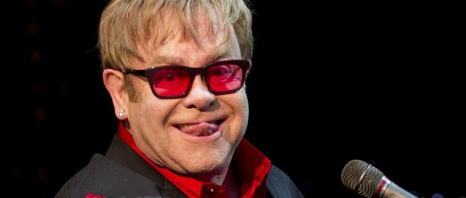 Elton John contrajo una bacteria 'potencialmente mortal' y ya se recupera