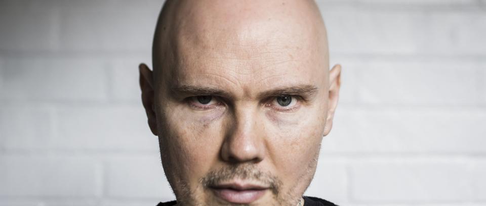 Billy Corgan estrena dos canciones en formato acústico