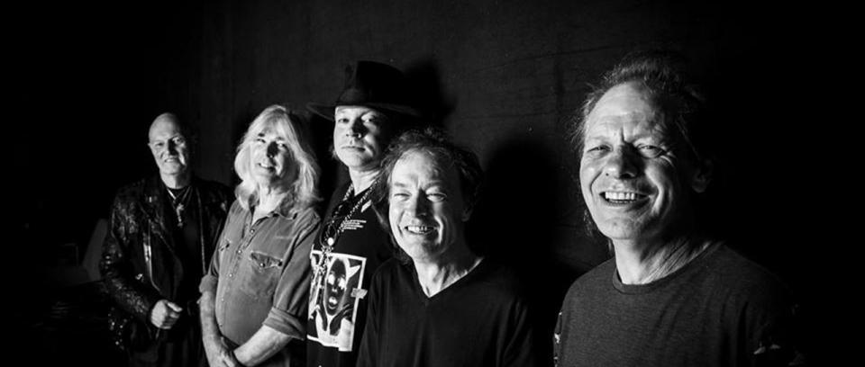 """AC/DC interpreta por 2da vez en toda su historia """"Touch Too Much"""""""