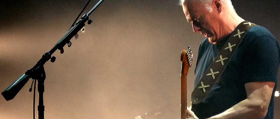 Más de 20 años después, David Gilmour interpreta