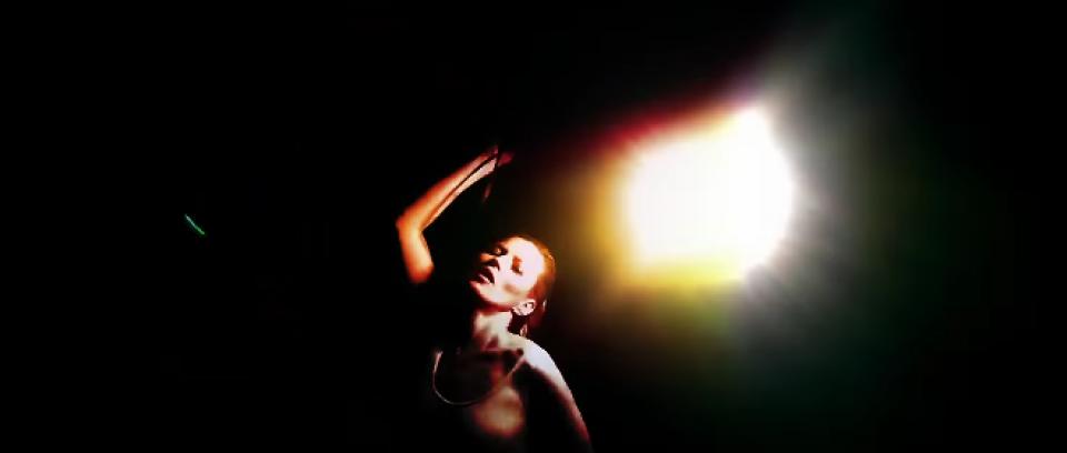 Kate Moss en el ritual de Massive Attack